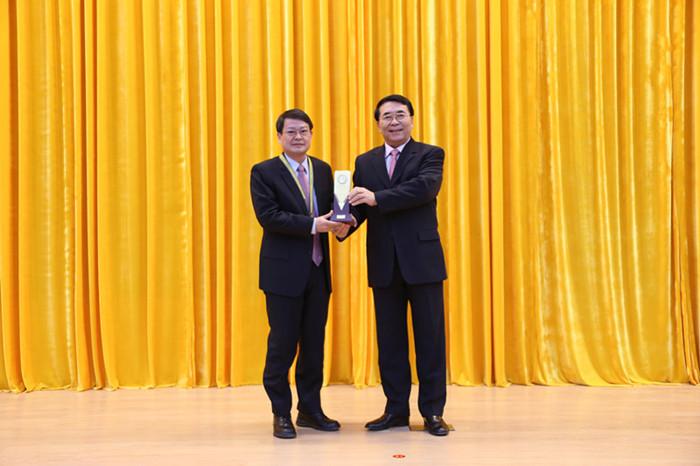 物理所研究团队获得2013年中国科学院杰出科技成就奖